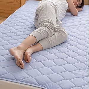 綿100%素材で吸湿性が高く、ムレにくい敷きパッド