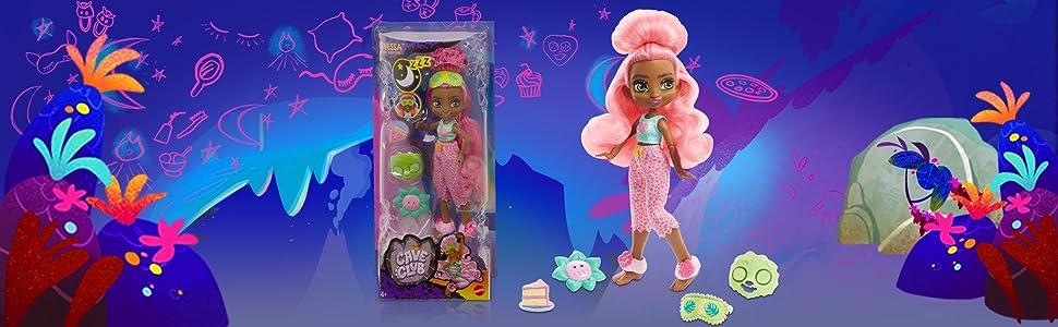 Cave Club Fernessa Fiesta de Pijamas Muñeca con Moda para Dormir y Accesorios de Juguete (Mattel GTH03)