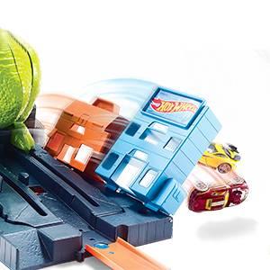 Conjunto de juego de la ciudad de Hot Wheels con lanzador y Triceratops gigante