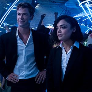 L'agent H (Chris Hemsworth) et l'agent M (Tessa Thompson) font équipe