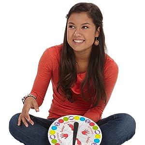 twister; juego; equilibrio; colores; ruleta; suelo; aire libre; juegos divertidos; juegos con amigos