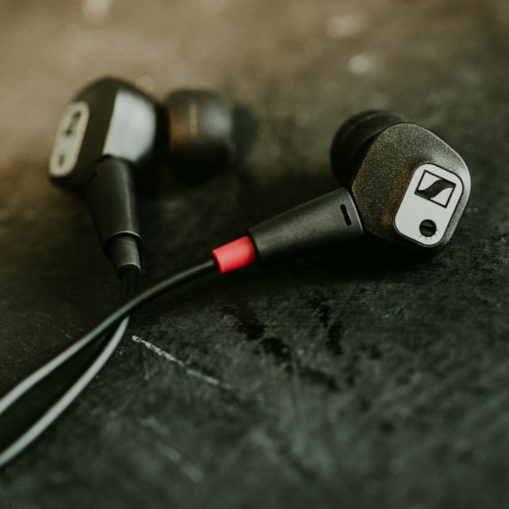 Amazon Com Sennheiser Ie 80 S Adjustable Bass Earbud