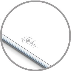 Eenvoudig wit design met elegante SignatureLine-belettering.