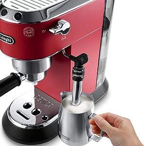 Cappuccino machine, cappuccino system DeLonghi