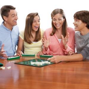 Mattel Games Scrabble original en català, joc de taula (Mattel Y9595): Amazon.es: Juguetes y juegos