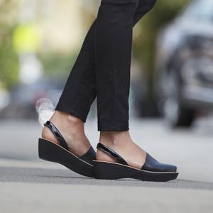 7dda6d6b1438 Amazon.com  Kenneth Cole Reaction Women s Fine Glass Wedge Sandal  Shoes