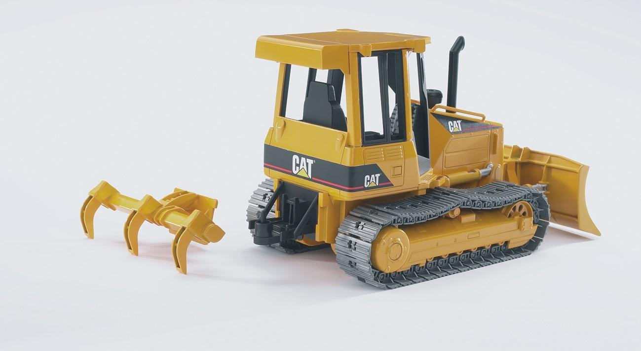 Amazon Com Bruder Caterpillar Track Type Tractor Toys