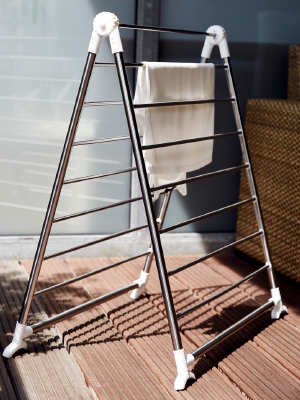 Laundry nets for gentle cleaning and clothes stands for any space situation