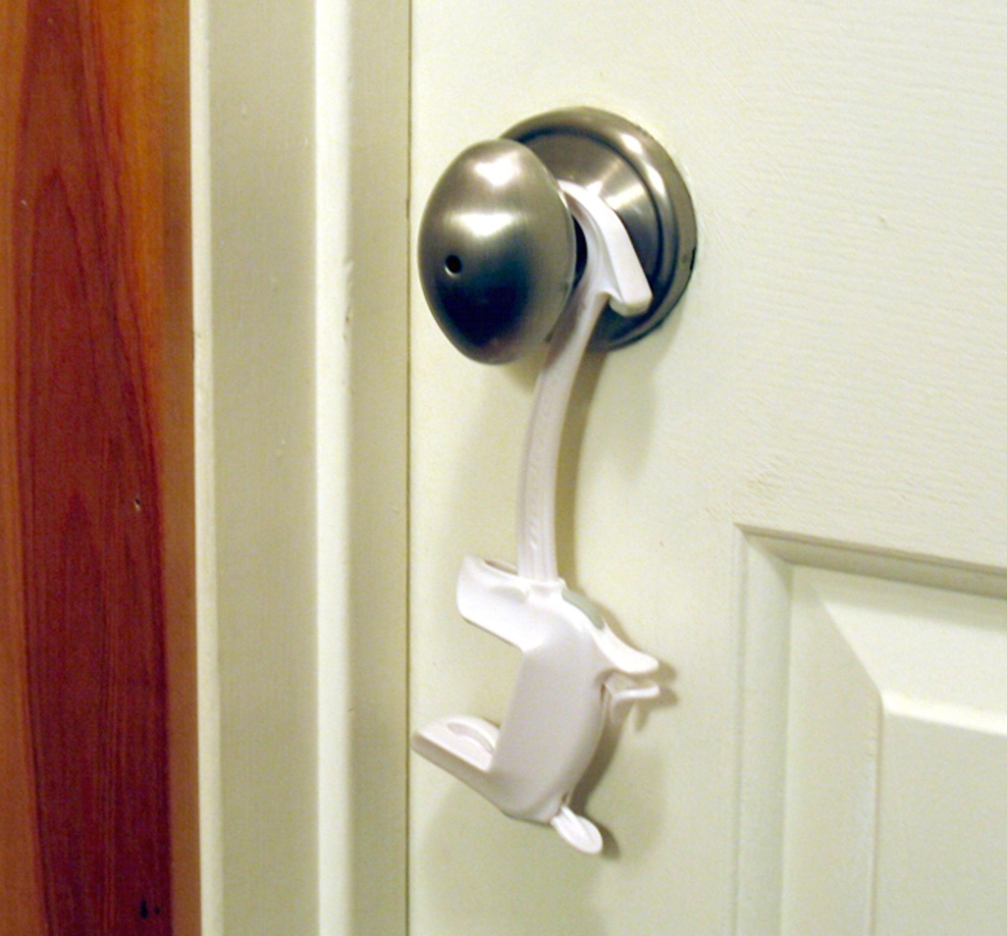 Door Monkey Door Lock And Pinch Guard Amazon Co Uk Baby