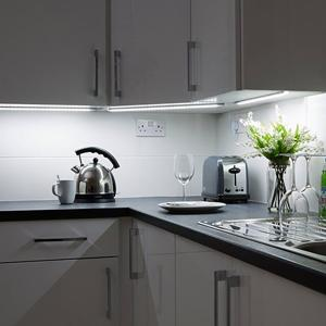 4 x 30cm plug in led under kitchen cupboard cabinet strip lights day rh amazon co uk Walk In Kitchen Cabinets Cabinet Lighting