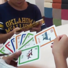 Bigger Than Card Game 簡単な英語カードゲーム