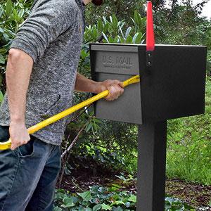 Anti pry mailbox
