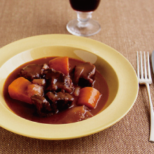 圧力鍋 あつりょくなべ 鍋 時短 赤ワイン煮 煮物 煮もの 牛肉 ワイン おもてなし ごちそう かたまり肉 牛すね肉 玉ねぎ にんじん ベーコン 簡単 記念日 クリスマス