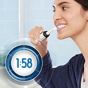 Built-in 2-Minute Timer pulses every 30 seconds to let you know when to switch areas of the mouth.