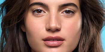 Model Display effaclar acne prone