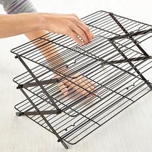 Collapsible cooling rack, adjustable cooling rack