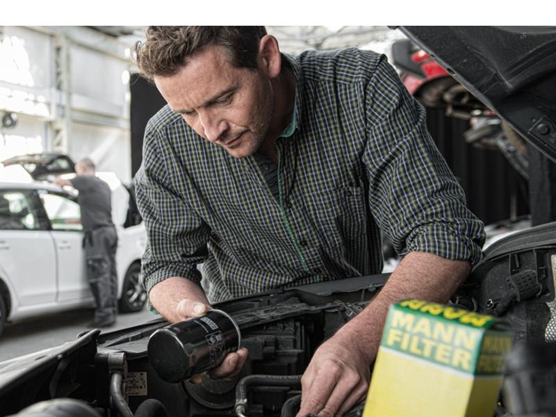 Was macht ein Ölfilter im Auto Warum Ölfilter wechseln Motorschaden sauberes Öl Kolbenfresser