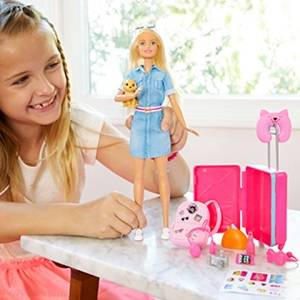 Muñeca viajera Barbie rubia con perrito, maleta, pegatinas y más de diez accesorios para niñas de 3