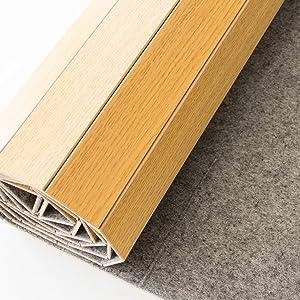 不織布で床の傷つきを防ぐ