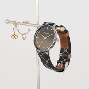 Montre et bijoux présentés sur une tige en métal.