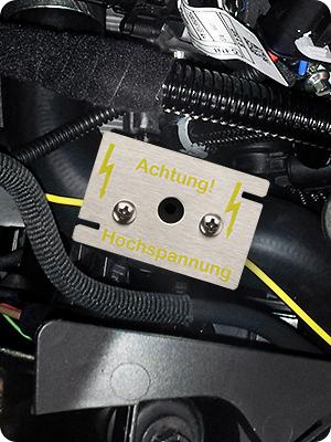 Hochspannungssensor Mardersicher Einbaubild Montage im Motorraum