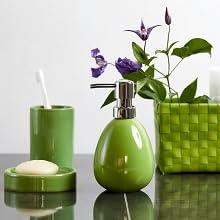 De badkameraccessoires serie Polaris onderscheidt zich door moderne vormen en hoogwaardige keramiek.