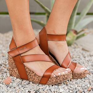 de4af1696d Amazon.com | Blowfish Malibu Women's Hapuku Wedge Sandal | Platforms ...