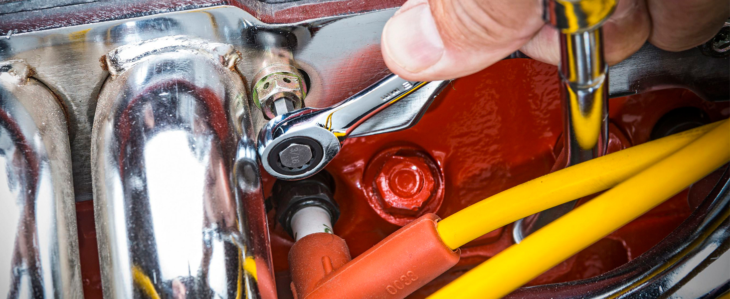 GEARWRENCH 72-tooth ratcheting wrench in automotive use