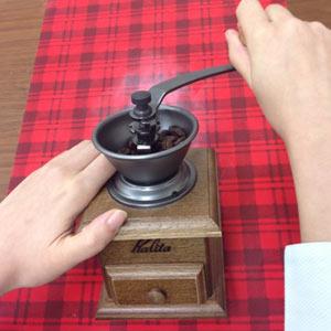 コーヒー豆 珈琲豆 丈夫 硬質鋳鉄製臼歯使用 コンパクト 女性 挽き目 調整 細挽き 中挽き 粗挽き