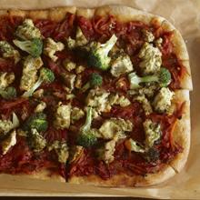 自家製ソースのピザ