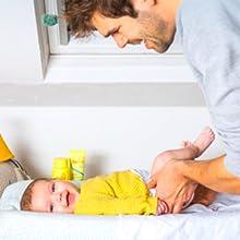 Verzorg de gevoelige babyhuid van met Zwitsal bodylotion, voorkom zo droge of geïrriteerde huid