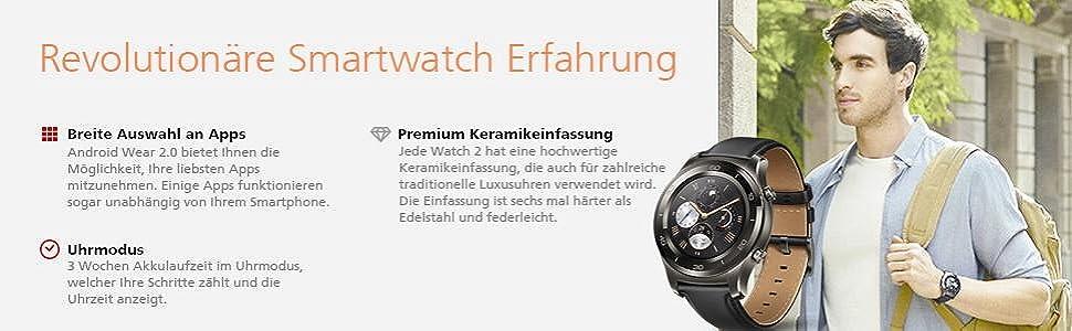 Smartwatch Apps Uhrmodus Keramikeinfassung Smartwatch junger Mann Rucksack