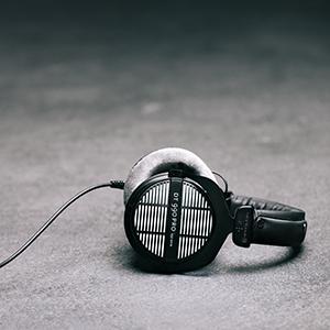 dt 990 pro studio headphones