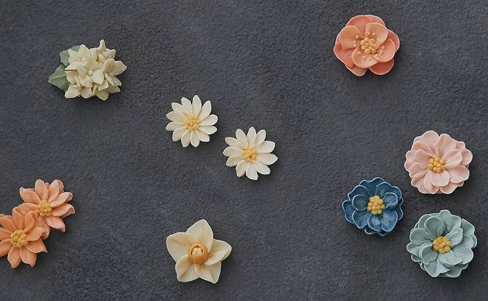いろいろな花のモチーフ