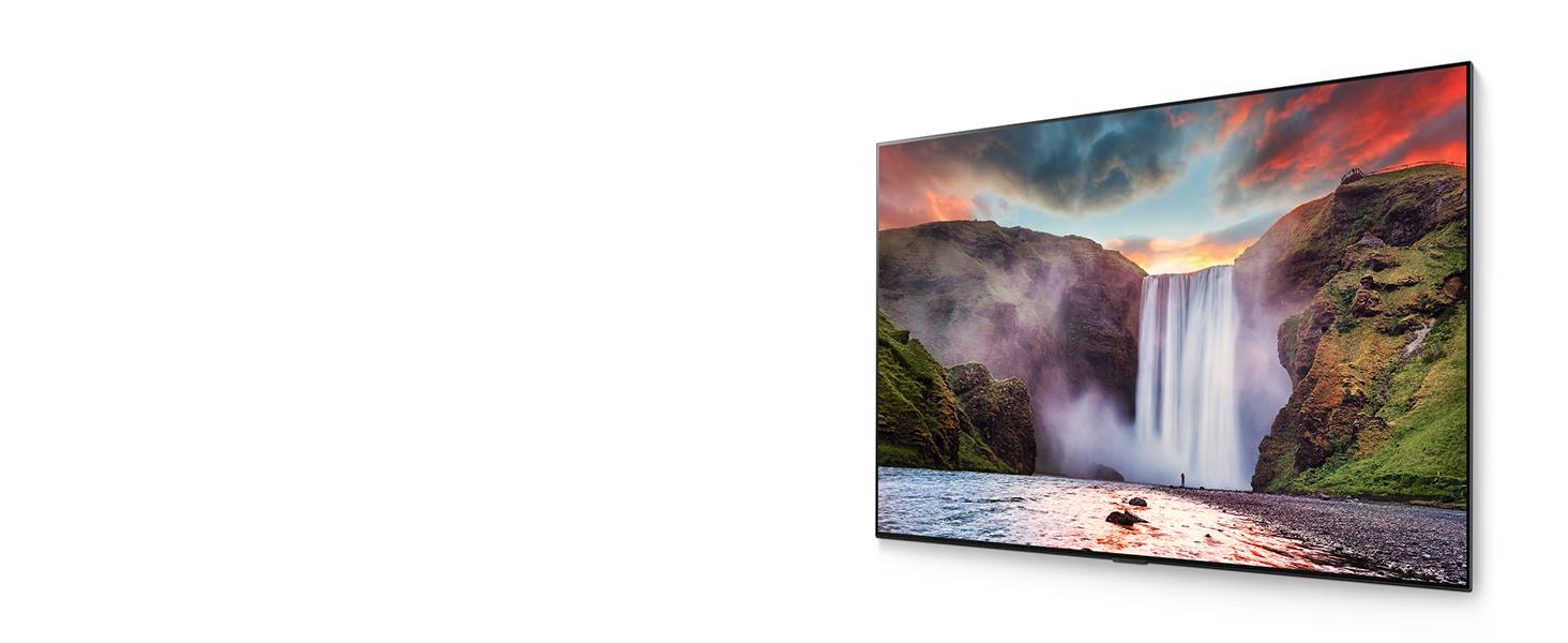 LG TV in leicht angeschrägter Frontalansicht mit kontrastreichem Wasserfall Landschaftsbild