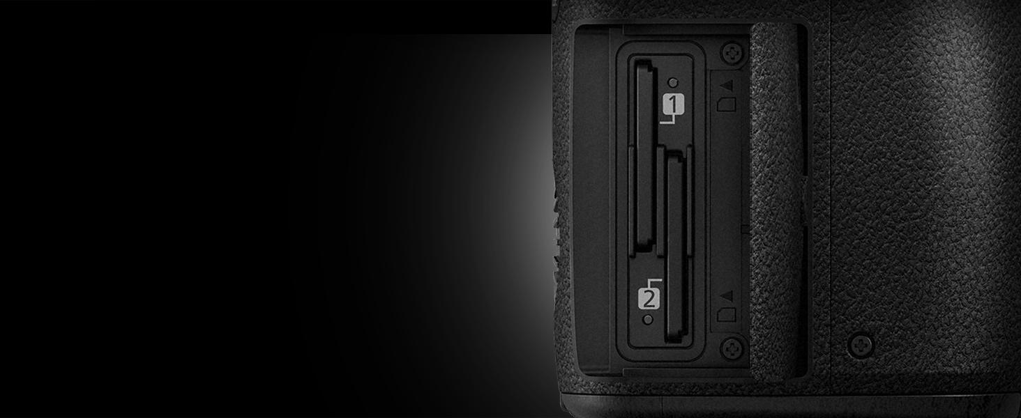 LUMIX DC-GH5KBODY - Dual SD card slot