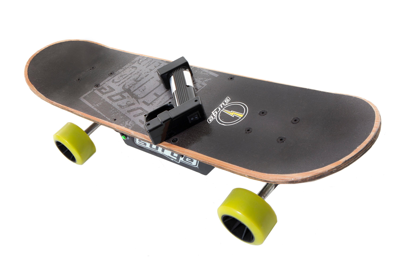 amazon com dynacraft surge electric skateboard black green