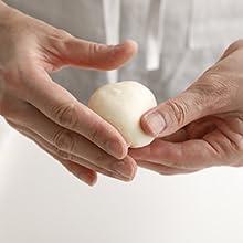 基本のパン 4ステップ こねる 材料 10分 成形 ガスを抜く 丸める 冷蔵庫 15分 焼く 好きな時間 焼き時間