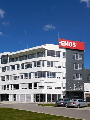 EMOS Linterna Frontal Impermeable roja 7 Modos de luz, IP43, l/ámpara de Cabeza giratoria con 160 Horas de duraci/ón, 220 l/úmenes, Alcance de 100 m, LED COB para Exteriores, negro y amarillo