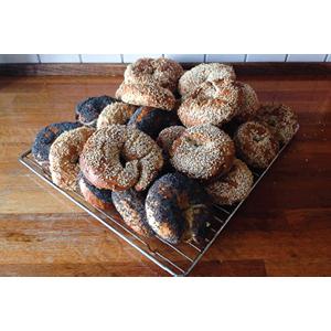 ベーグル プレッツェル パリッとした外側 モチモチ 小麦粉