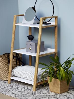 Alle meubels zijn gemaakt van hoogwaardig bamboe, dat hard en resistent is.