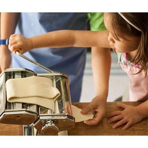 apprendre vos enfants a faire des pates