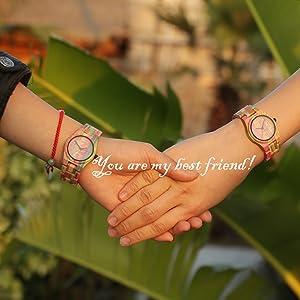 C est dans le besoin que l on reconnaît ses vrais amis. Tu es mon meilleur  ami pour toujours. Je vais rire avec vous et pleurer avec vous! montre en  bois 53addeb61d55