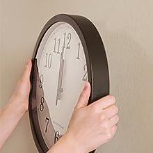 Cuelgue su ropa y bolsos tanto en la pared o puerta de su hogar.