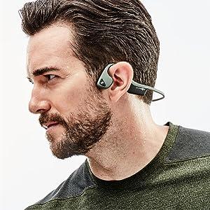 Die Knochenleittechnologie erlaubt die Ohren frei zu haben für Umgebungsgeräusche