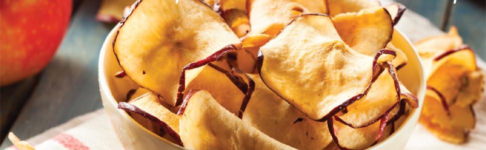 Leckere selbst getrocknete Apfelchips, schonend im Turbowave Bio von TurboTronic zubereitet.