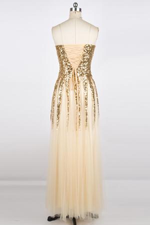 9ac487e74594a0 Dieses Kleid ist komplett gefüttert. Die Büste ist in einen BH integriert  und durch die Schnürung ist sie perfekt für verschiedene Figuren geeignet.