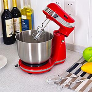 Die Küchenmaschine Ist Der Perfekte Küchenhelfer. Das Rührsystem Arbeitet,  Indem Sich Die Rührelemente Um