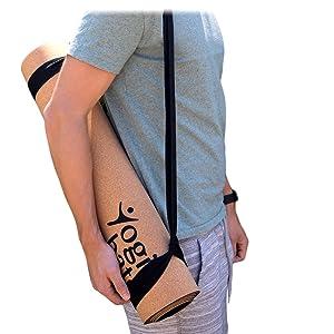 Yogibato Yogamatt mit Tragegurt getragen