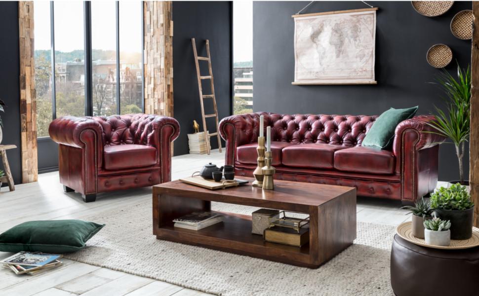 Ambientebild 3er Sofa Chesterfield mit Sessel rot